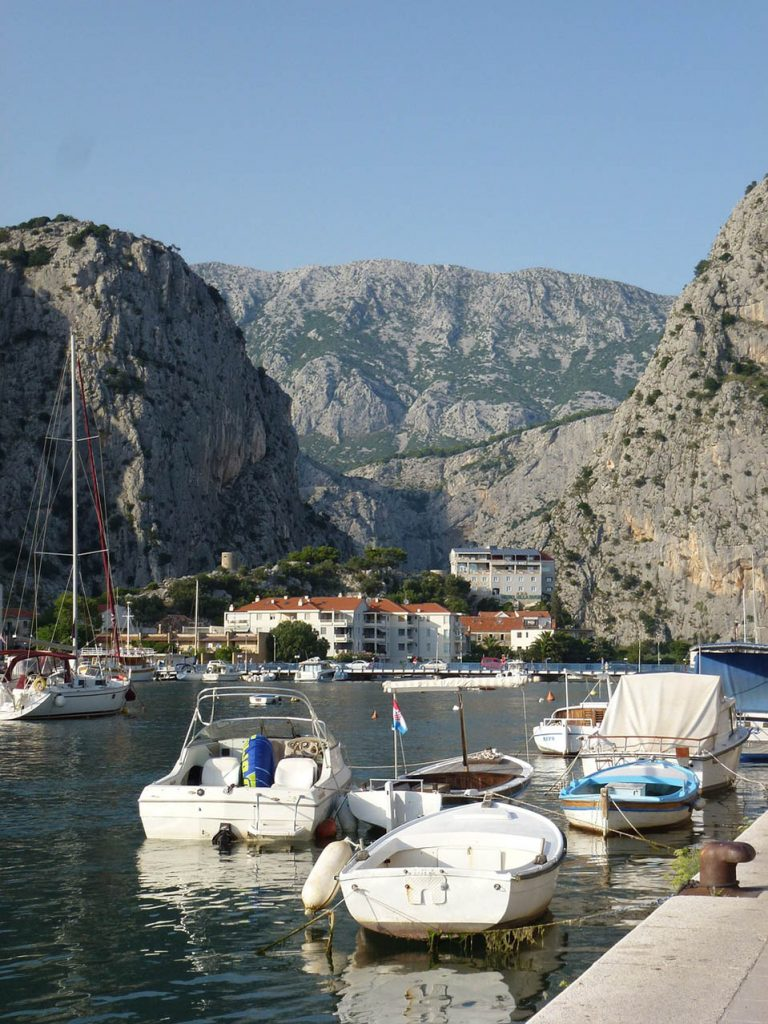 buy or rent a house in Omis